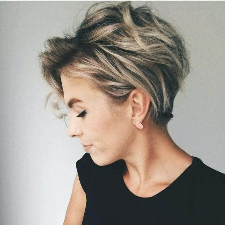 16. Messy Short Hair - Short Hairstyles for Women 2020