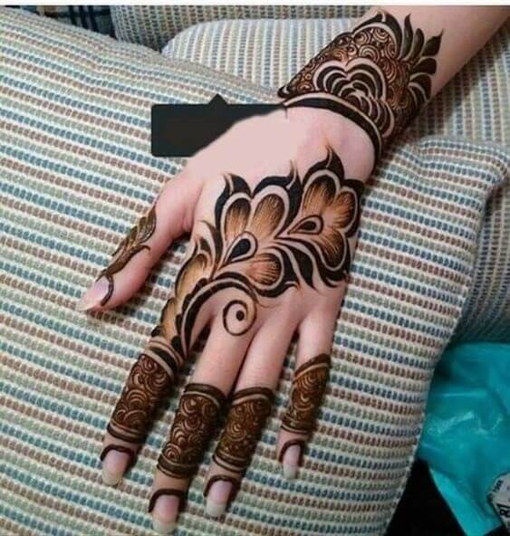 2. Focused outlined Arabic designs - Latest Arabic Mehndi Designs 2019